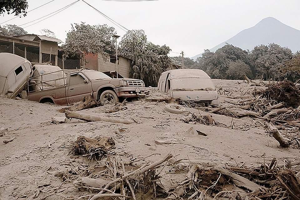 В результате извержения вулкана Фуэго в Гватемале около 200 человек пропали без вести