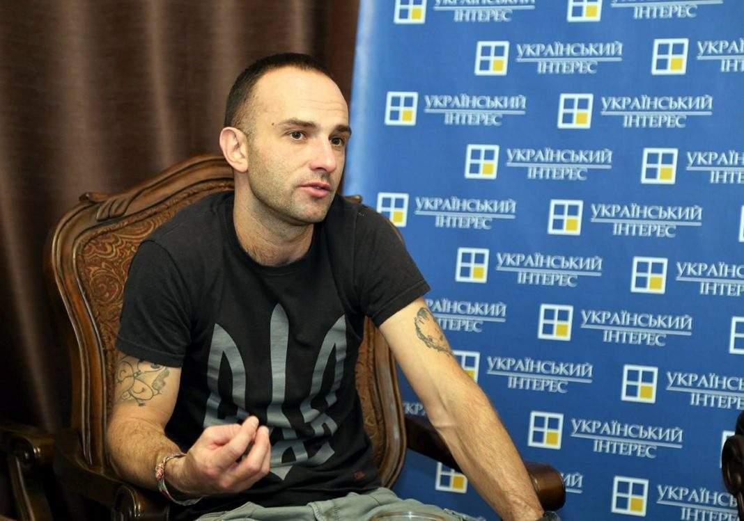 «Залез в бочку и выстрелил в подбородок»: Украинский режиссер совершил самоубийство на камеру