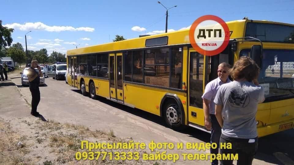 В Киеве  женщина-водитель  пассажирского автобуса сбила велосипедиста (фото)