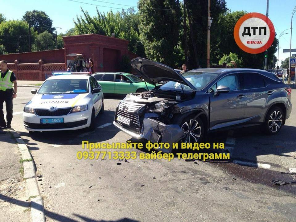 В Киеве столкнулись автомобили