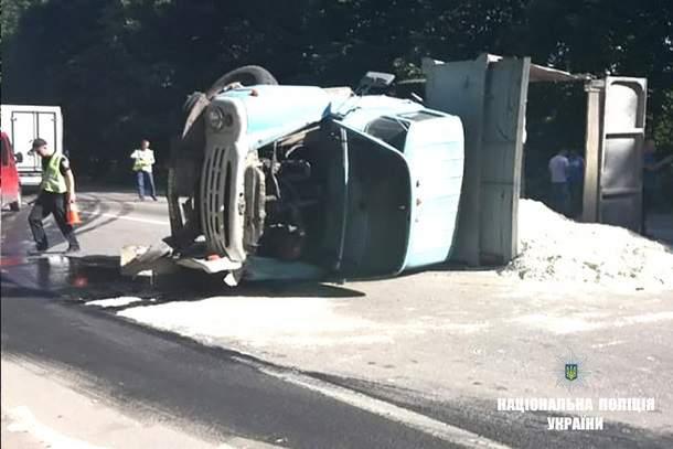 На Прикарпатье произошло ДТП с участием автобуса и авто, один человек погиб, еще 10 травмированы