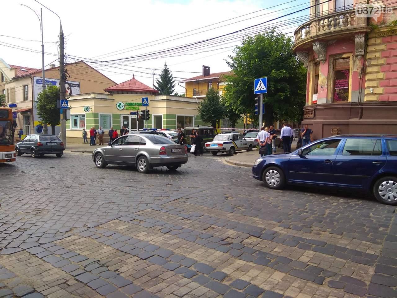 Перед зданием СБУ в Черновцах прогремел взрыв (фото)