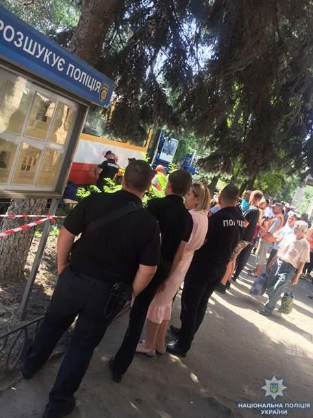В Одессе мужчина погиб, попав под колеса трамвая (фото)