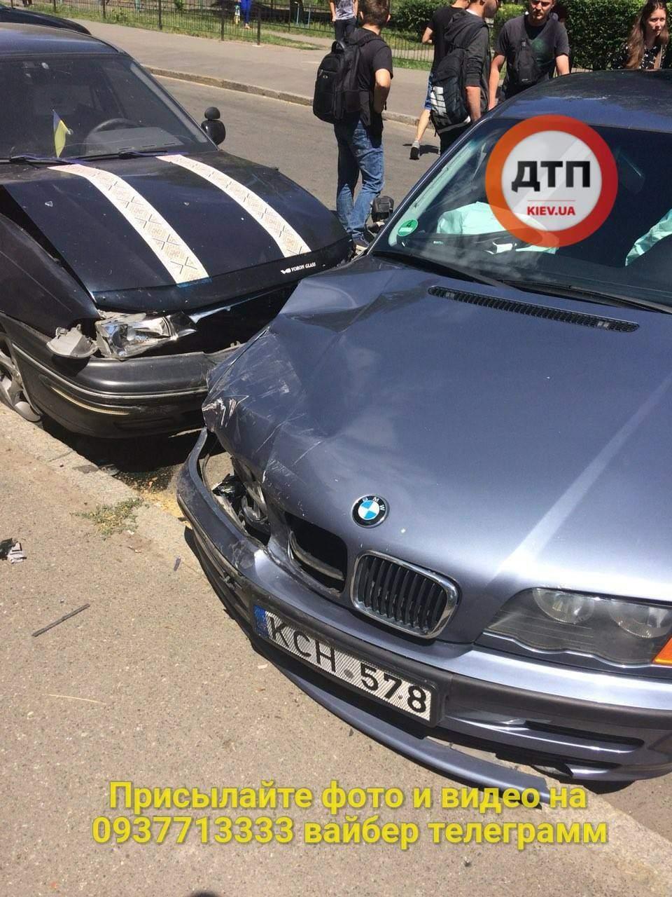 В Киеве произошло масштабное ДТП: виновник аварии сбежал (фото)