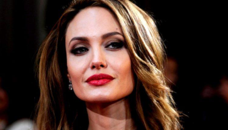 Джоли хочет сыграть злодейку в новом  фильме о Джеймсе Бонде