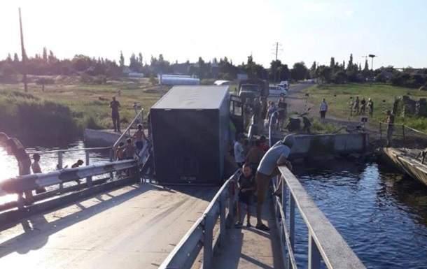 В Николаевской области перегруженные фуры снова потопили мост через Ингул