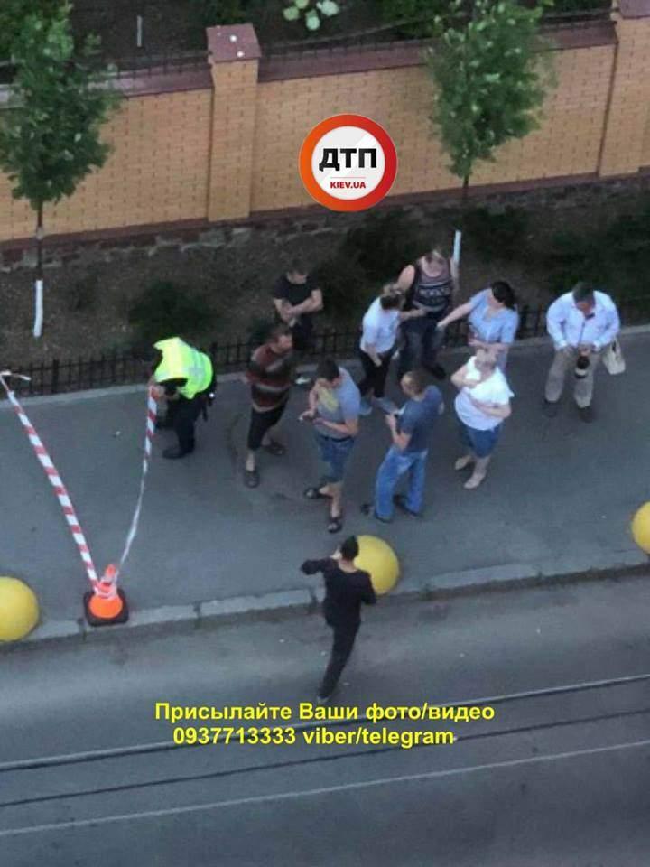 В Киеве девушка устроила понажовщину, есть пострадавшие (фото)