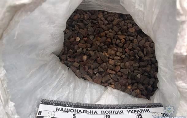 В Ровенской области полицейские задержали  мужчину, который перевозил почти 134 кг янтаря