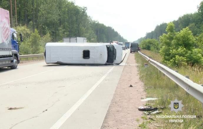 В Житомирской области перевернулся автомобиль