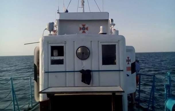 В Херсонской области спасатели приступили к разминированию судна