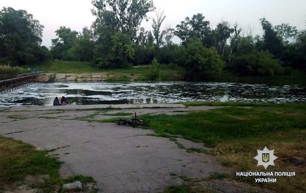 В Харькове утонул ребенок, который на спор пытался переплыть реку