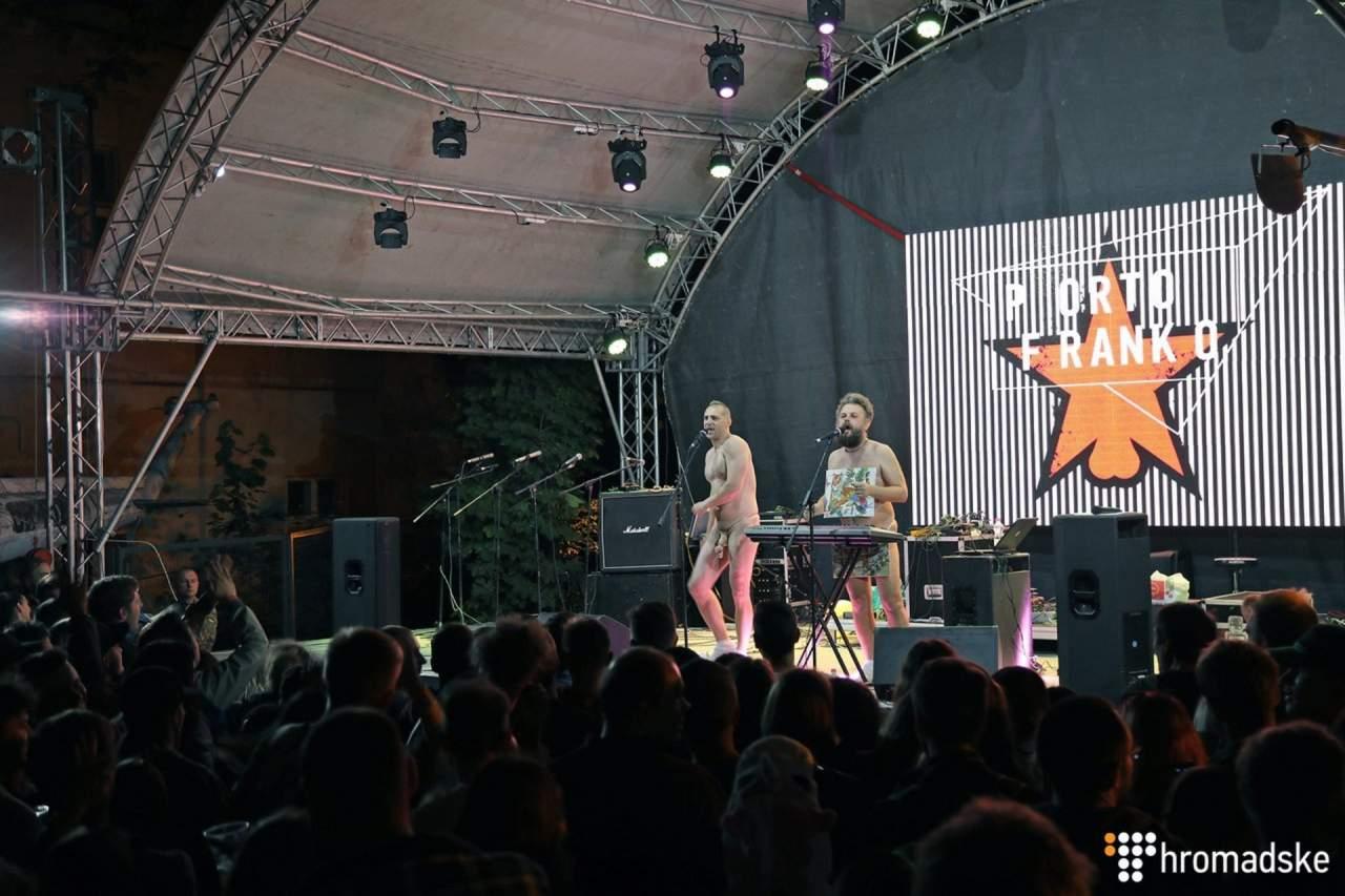Организаторов фестиваля в Ивано-Франковске, на котором выступала полуобнаженная группа, вызвали на допрос в полицию