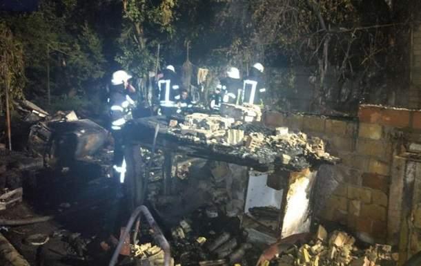 В Киеве дотла сгорел частный дом с двумя людьми внутри