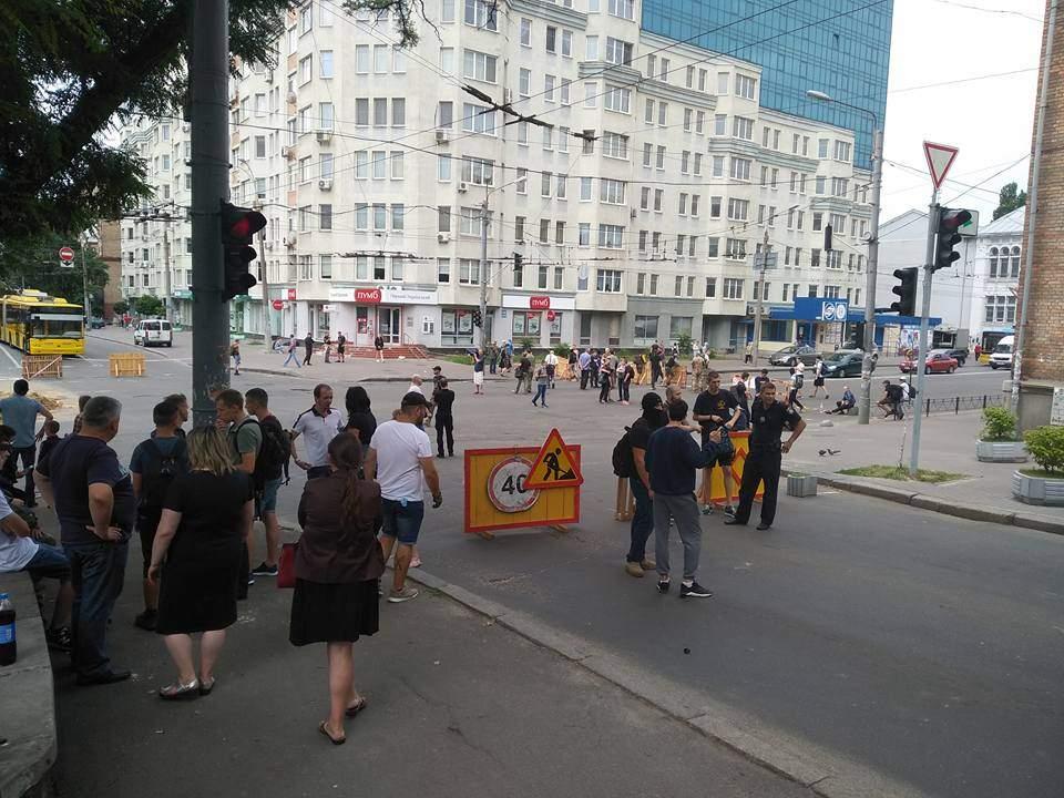 В Киеве радикалы из
