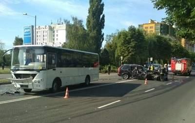 В Луцке автобус Нацгвардии протаранил внедорожник
