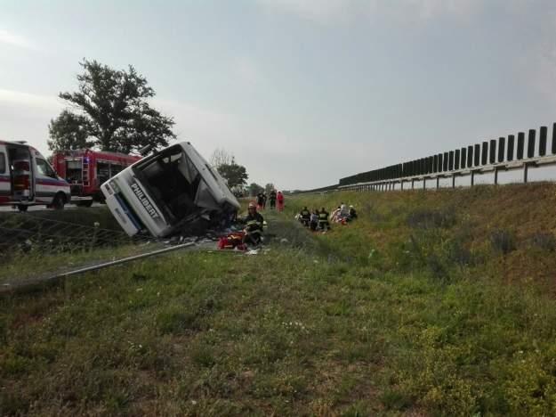 В Польше автобус с туристами съехал в кювет: есть погибшие