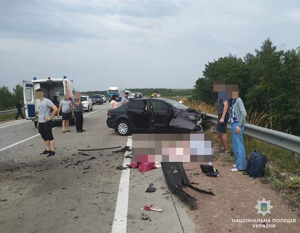 В Житомирской области произошло лобовое столкновение легковых автомобилей, двое людей погибло, еще шестеро получили травмы