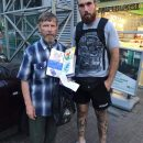 В Киеве отец продажей рисунков дочери зарабатывает ей на операцию (фото)