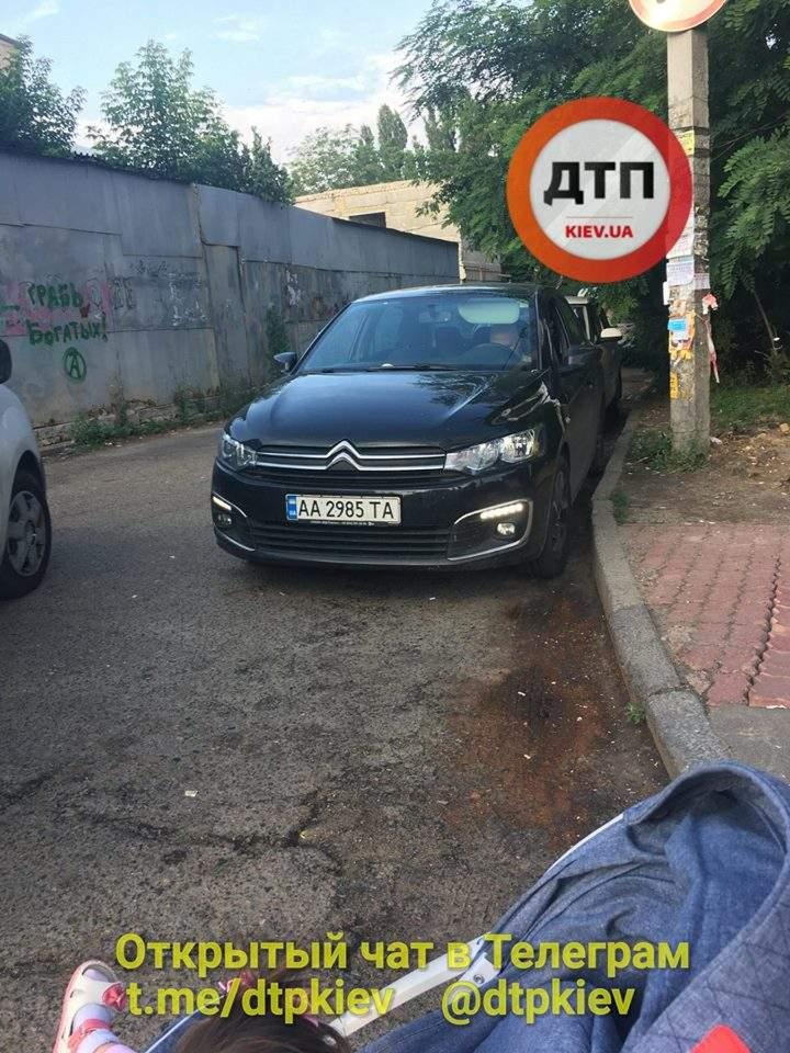 В Киеве произошло два ДТП подряд, есть пострадавшие (фото)