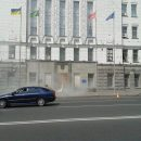 В Харькове неизвестные бросили дымовую шашку в здание мэрии и распылили газ перед сессией горсовета (фото)