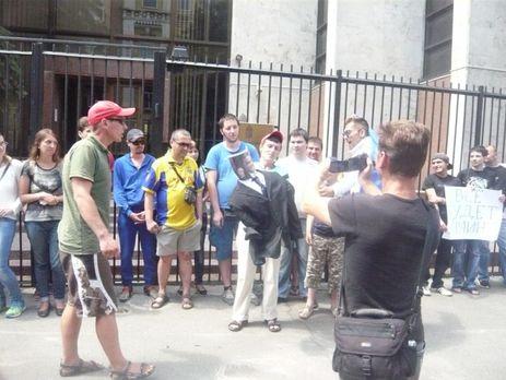 В Киеве активисты требовали  остановить раздачу венгерских паспортов