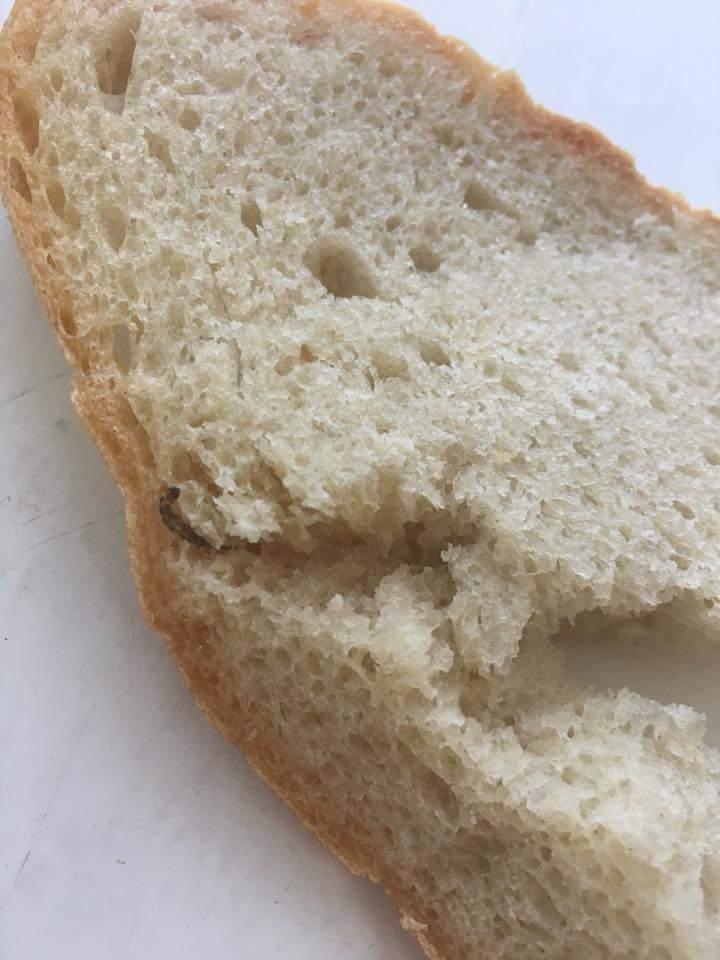 В Луцке жительница приобрела хлеб с червяком внутри (фото)