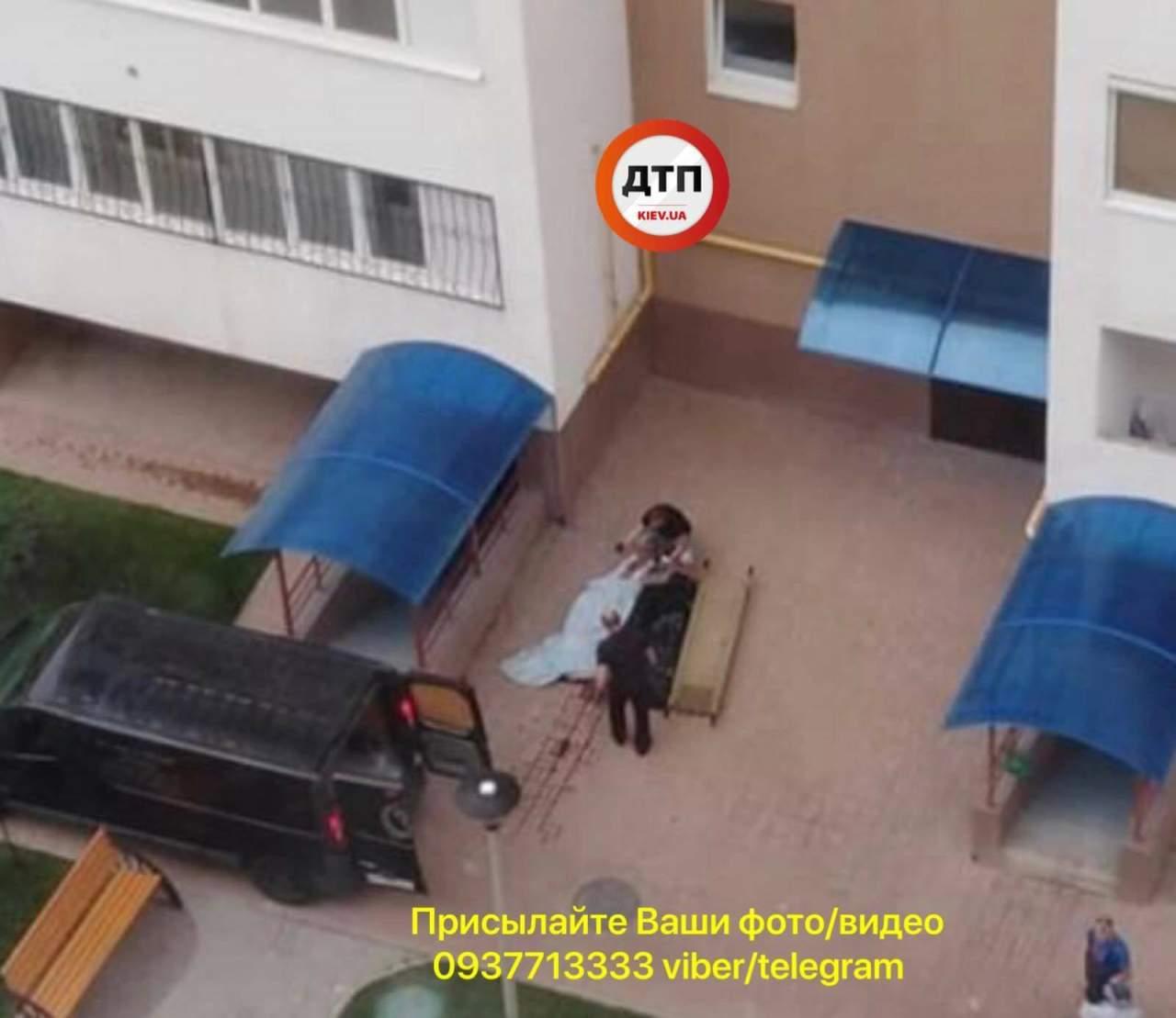 Под Киевом девушка разбилась насмерть, выпав из окна (фото)