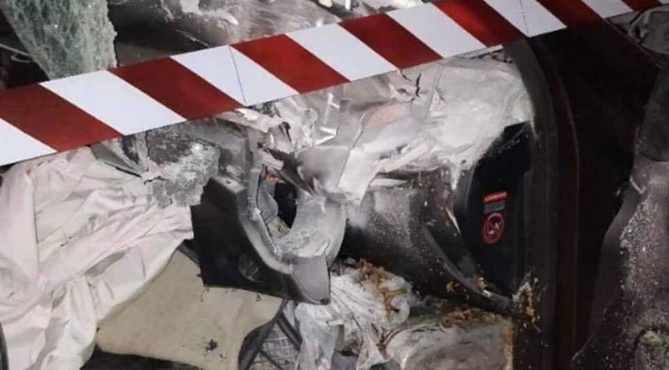 В Киеве внедорожник влетел в прицеп, водитель погиб на месте (фото)