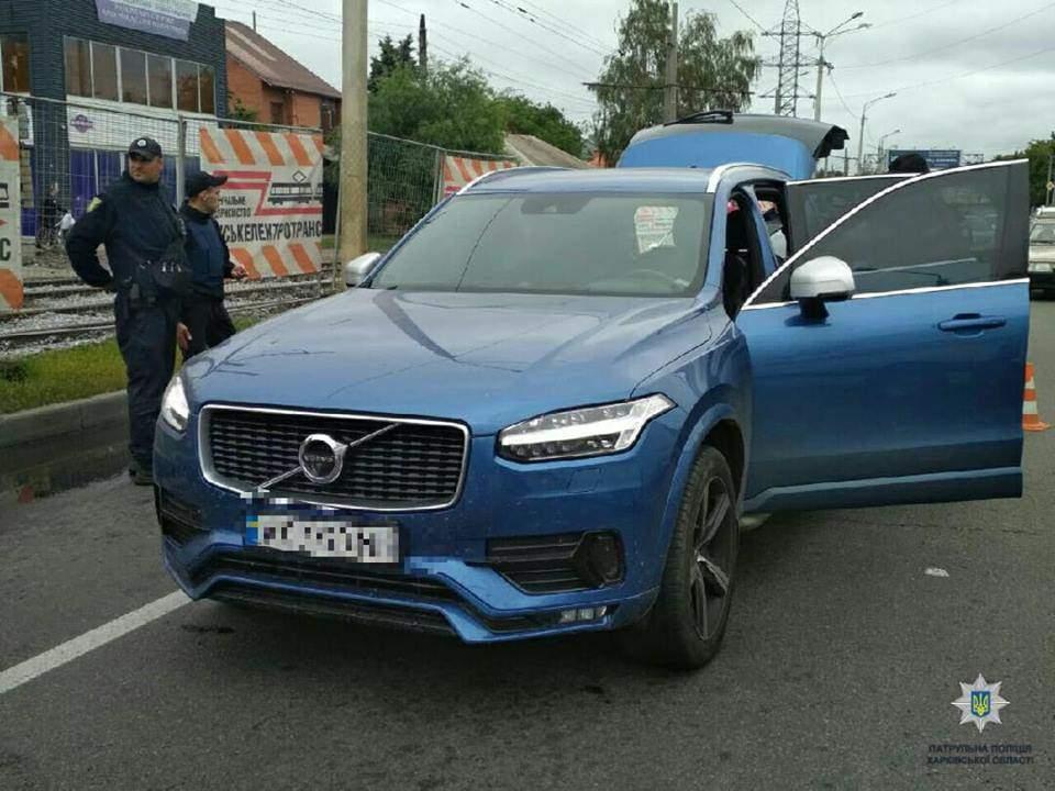 В Харькове мужчина из автомата расстрелял супружескую пару, а их дочь ранил