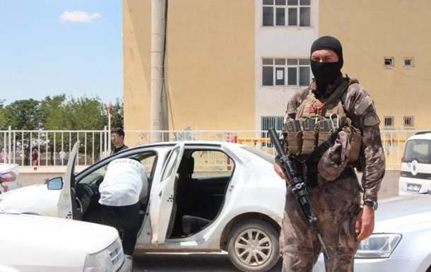 В Турции полицейские  открыли огонь по автомобилю, который перевозил бюллетени