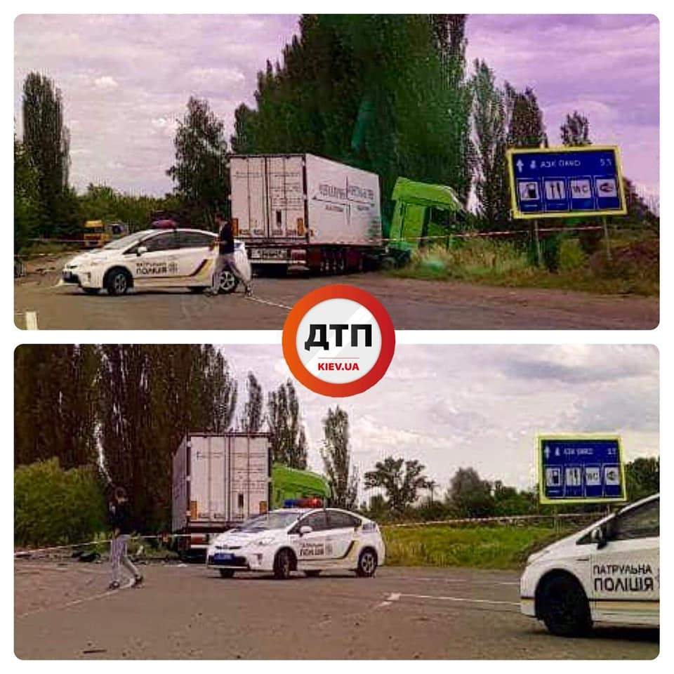 Под Киевом на перекрестке  об фуру разорвало легковой автомобиль, есть пострадавшие (фото)