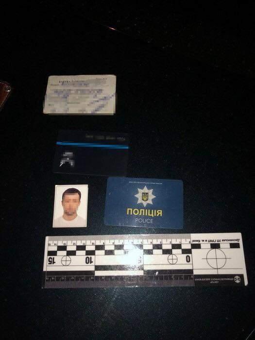 В Киеве задержали полицейского, который распространял психотропные вещества (фото)