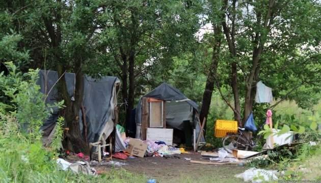 Во Львове полиция взяла под охрану лагерь ромов