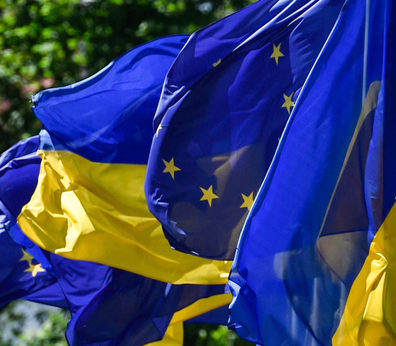 Порошенко поблагодарил Юнкера за выделенную макрофинансовую помощь Украине
