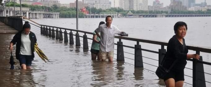 В Китае проливные дожди унесли жизни десятков человек и нанесли экономический ущерб стране