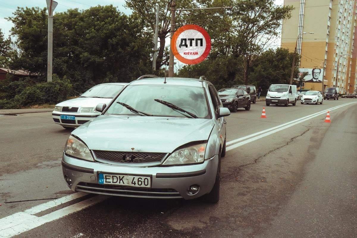 В Киеве в результате ДТП пострадала женщина-пешеход (фото)