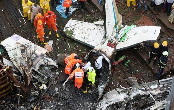 В Индии самолет упал на стройку, погибли шесть человек