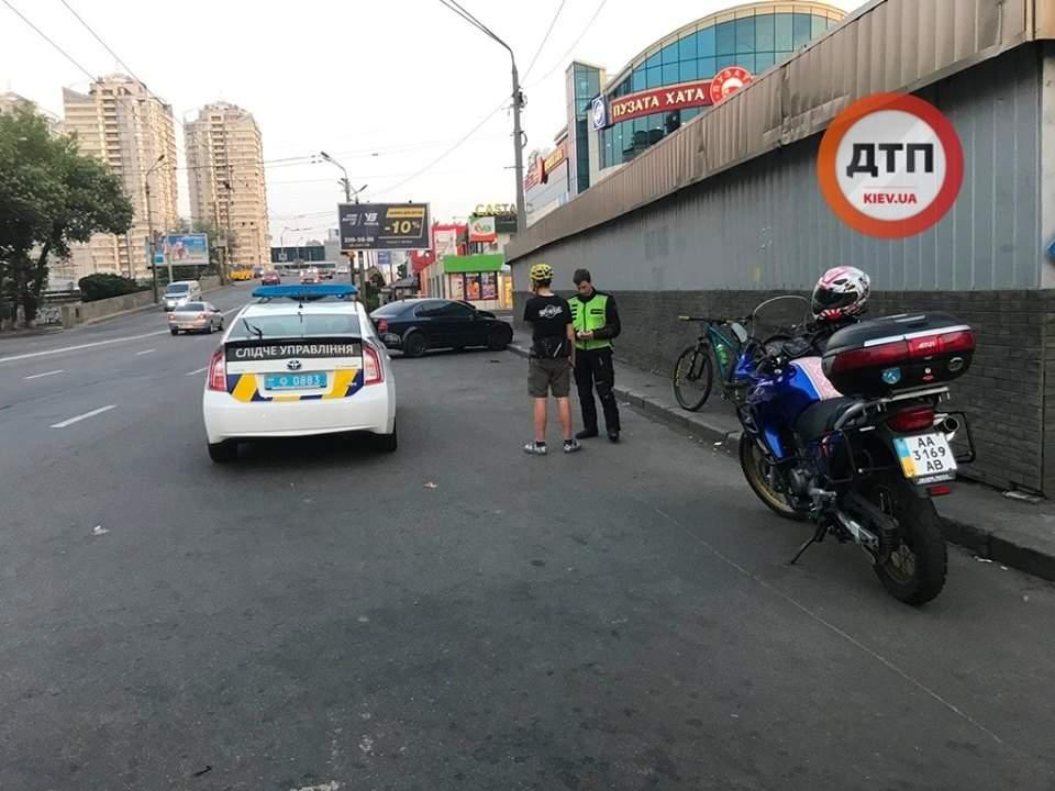 В Киеве велосипедист сбил пешехода – нарушителя (фото)