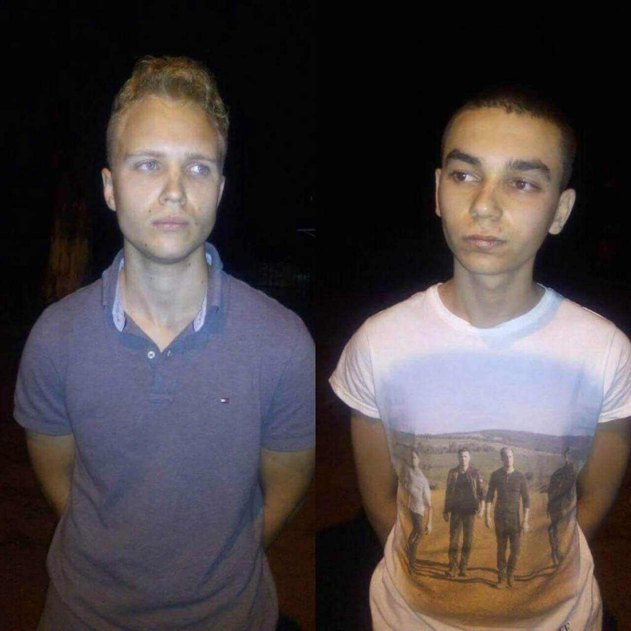 В Сумской области подростки опорожнялись на памятник