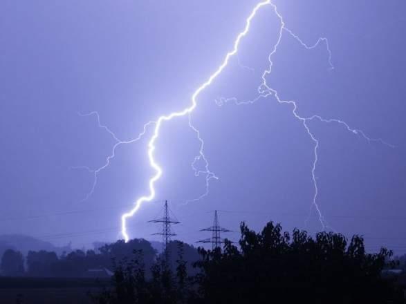 На Ивано-Франковщине в результате удара молнии пострадали несколько человек