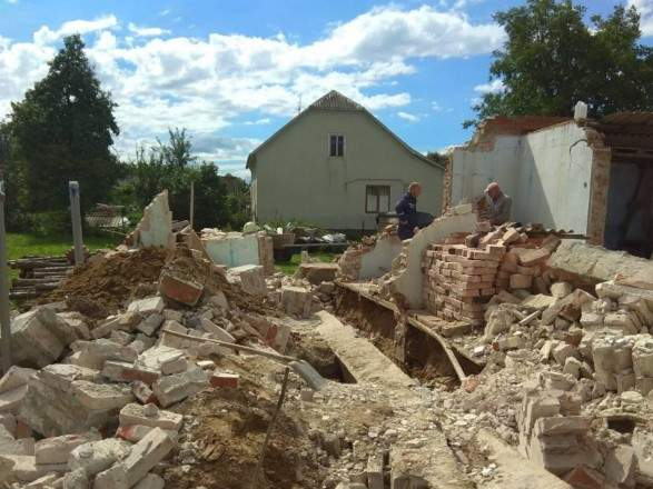 Во Львовской области произошло обрушение бетонного фундамента. Есть погибшие