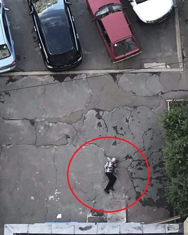 В Киеве мужчина выпал из окна многоэтажки
