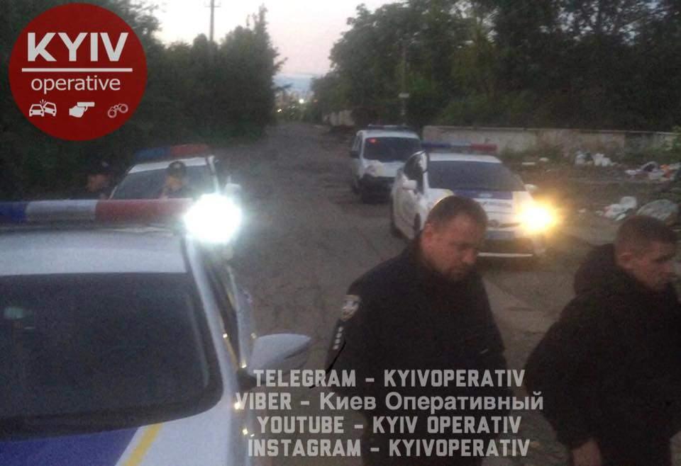В Киеве ромы напали на местного жителя (фото)