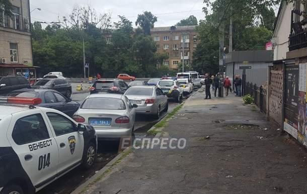 Стрельба в столице: Неизвестные ограбили конвертцентр и ранили человека