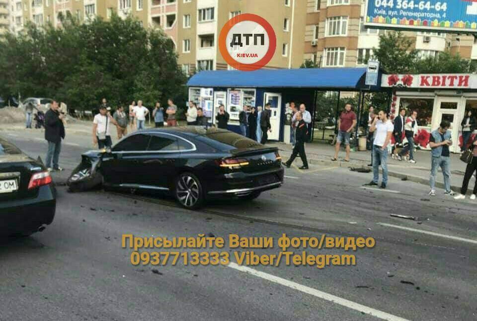 В Киеве на Позняках столкнулись