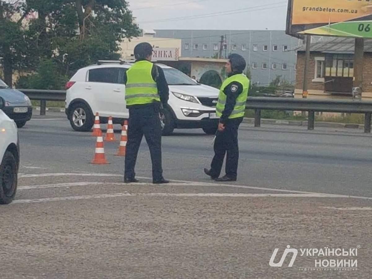 В Киеве  полиция перекрыла Житомирскую трассу, образовалась 10-километровая пробка
