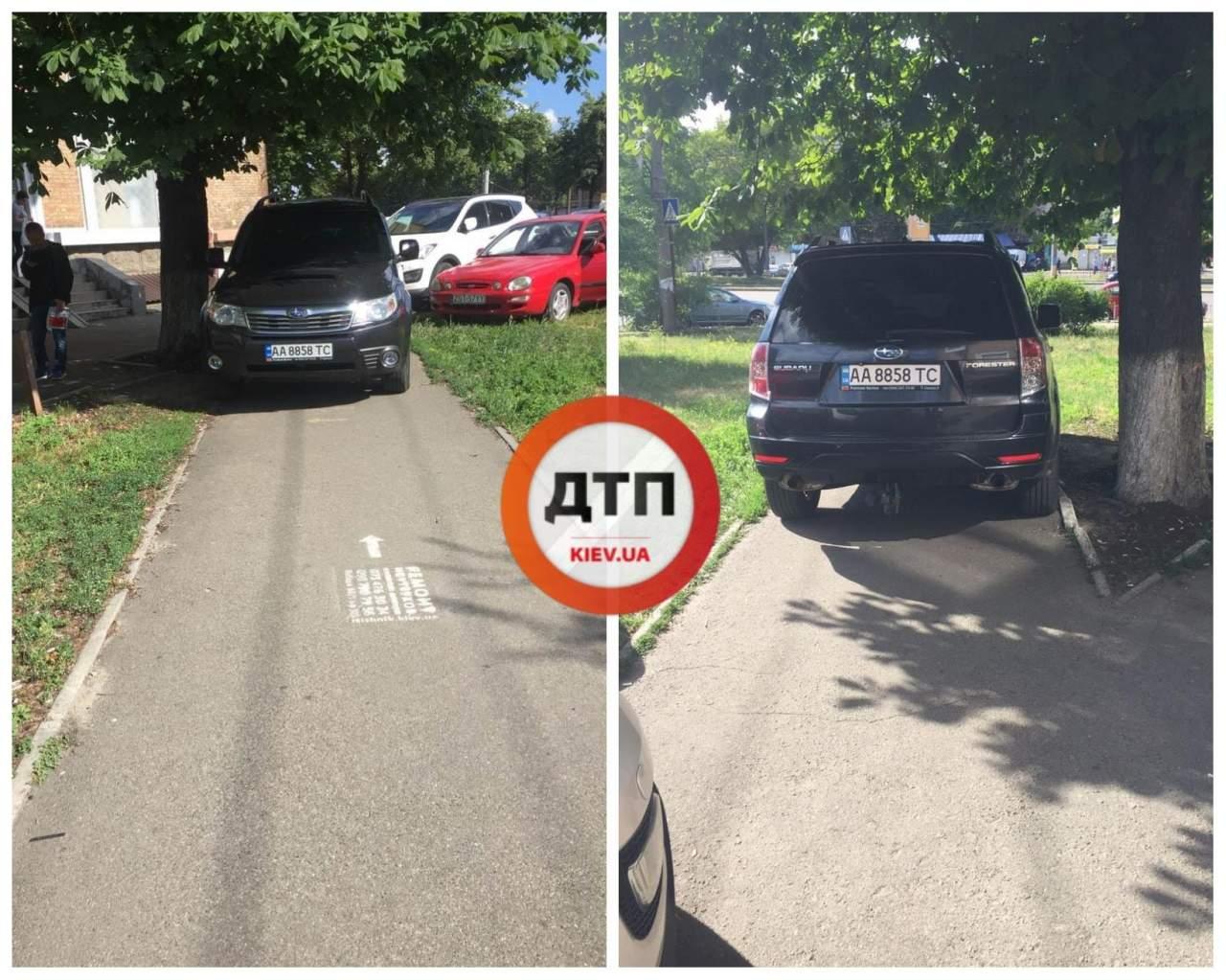 В Киеве владелец внедорожника припарковал свой автомобиль прямо на тротуаре (фото)