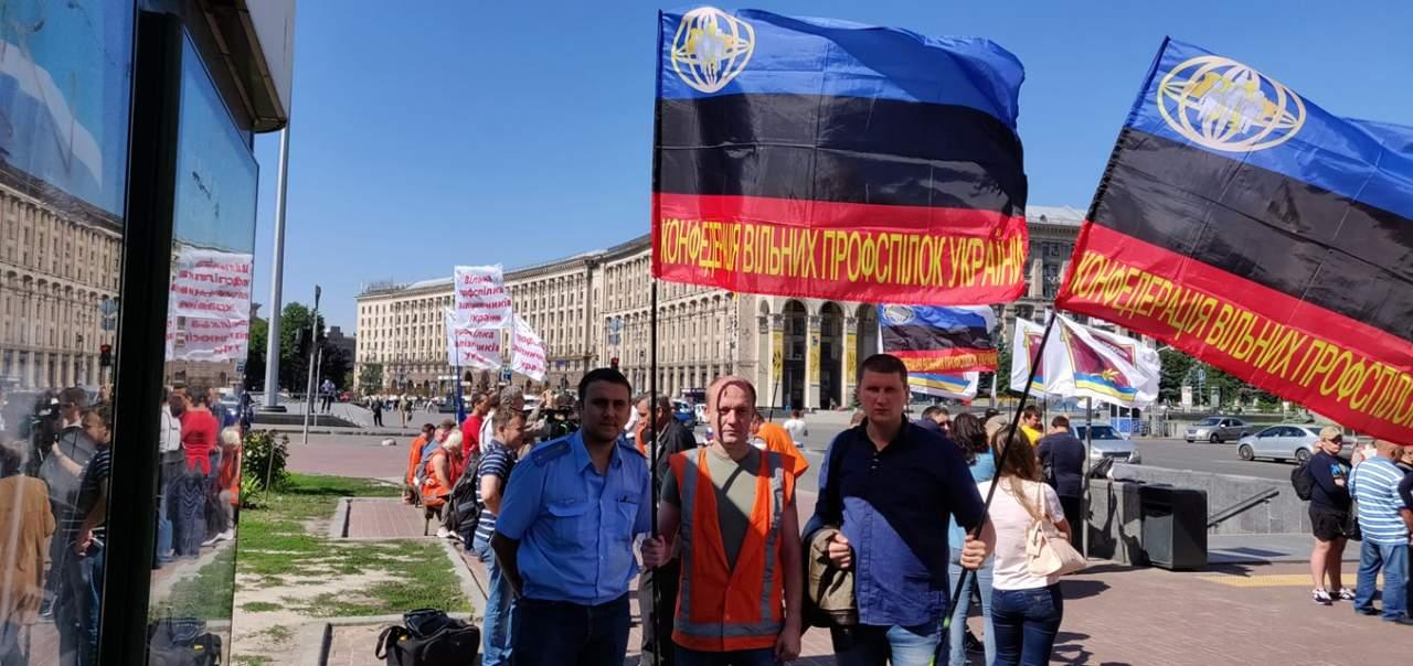 В Киеве на Майдане Независимости собираются с протестом железнодорожники (фото)