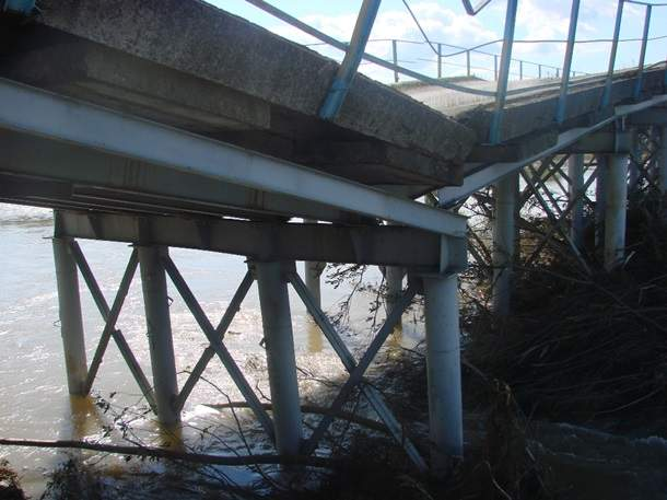 В Ивано-Франковской области обрушился мост (фото)