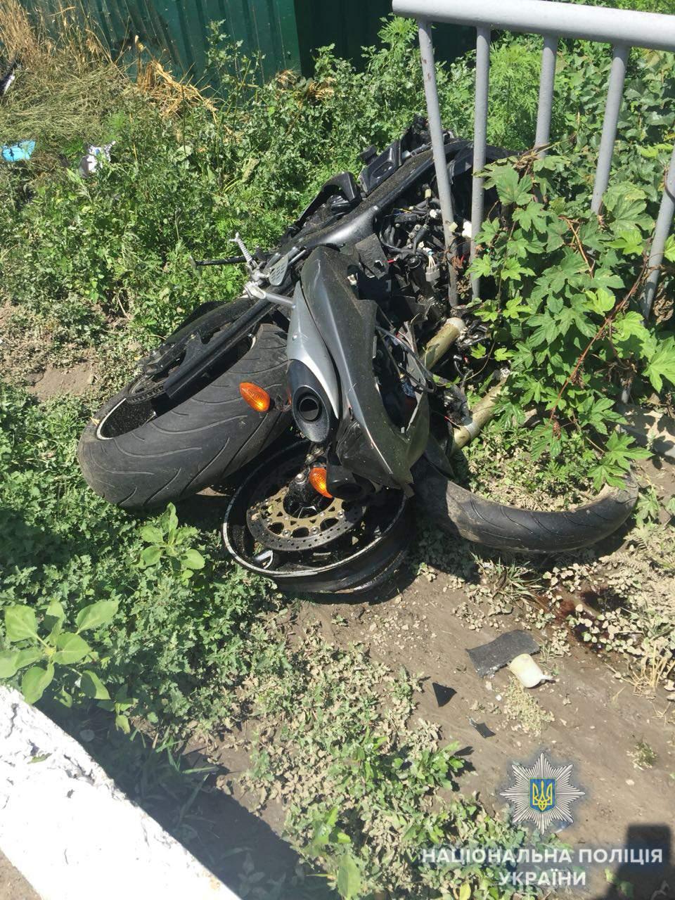 На Одесчине в результате столкновения с микроавтобусом погиб мотоциклист (фото)